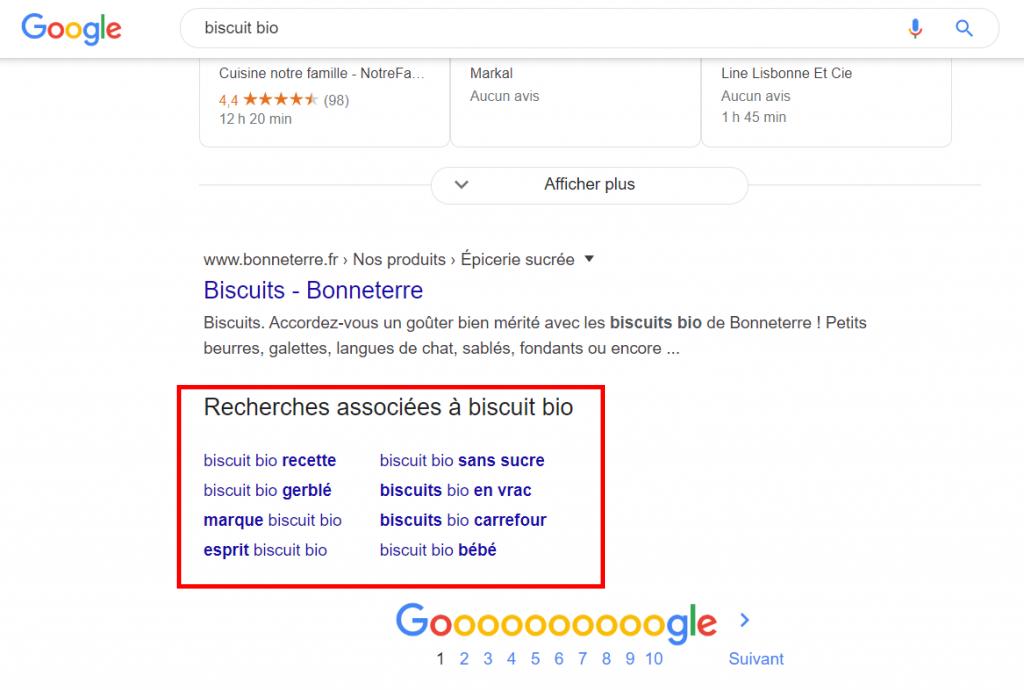 Capture écran d'une page de résultats de recherche montrant où se trouvent les recherches associées.