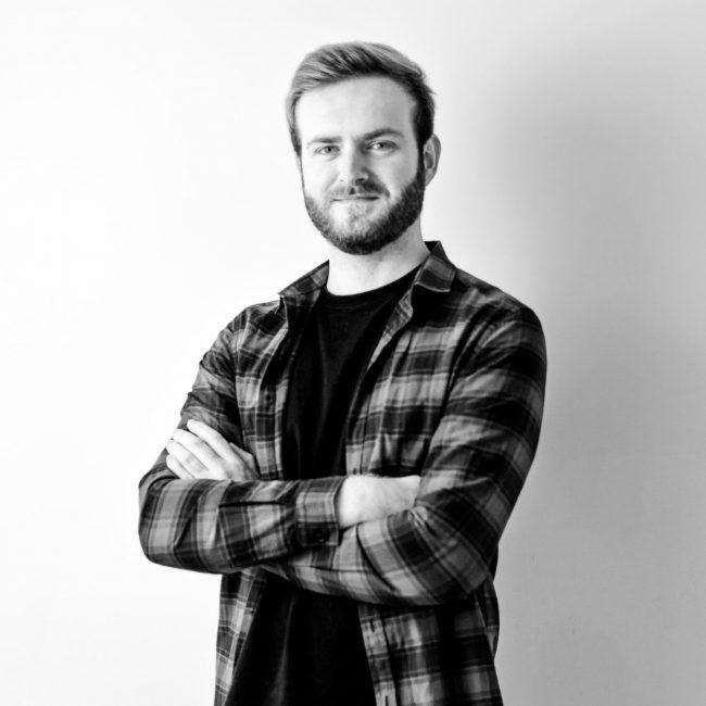 Portrait d'Adrien, UX/UI Designer et Webdesigner chez Pack Digital